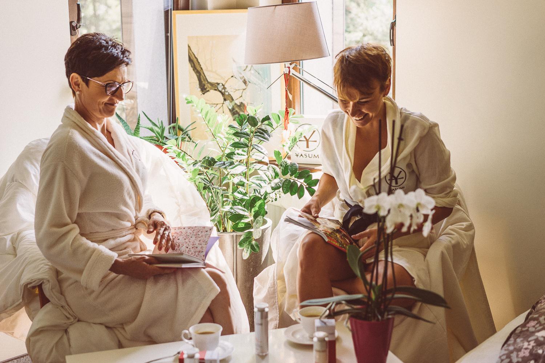 Jak fajnie spędzić czas z mamą? Domowe SPA i kosmetyki zamiast botoksu