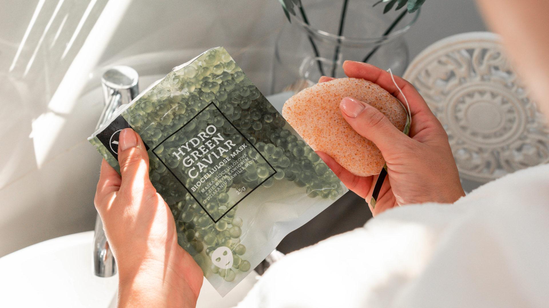 Maseczka na bazie medycznej tkaniny. Czy kawior może być wegański?